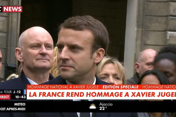 Emmanuel Macron derrière Manuel Valls à la cérémonie des Invalides - Election présidentielle 2017 ©CNews