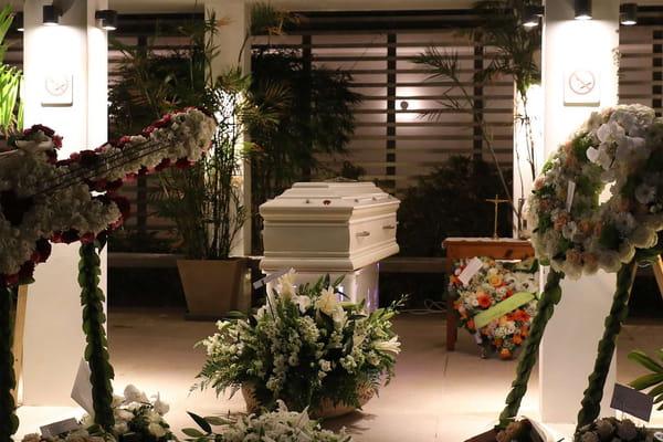 Une veillée tard hier soir à Saint-Barthélémy - Obsèques de Johnny Hallyday ©SIPA/SIPA