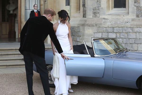 Pour se rendre à Frogmore House, Meghan Markle et le prince Harry ont opté pour une Jaguar Type E décapotable  - Mariage prince Harry ©Steve Parsons/AP/SIPA