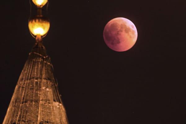 La Lune de sang vue d'Istanbul en Turquie  - Eclipse de lune 2018 ©Emrah Gurel/AP/SIPA