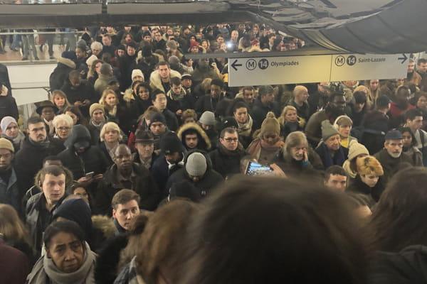 La ligne 14 saturée de monde, la sortie bloquée à Châtelet - Grève SNCF RATP ©