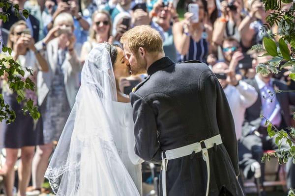 Le premier baiser des jeunes mariés immortalisé en photo - Mariage prince Harry ©Danny Lawson/AP/SIPA