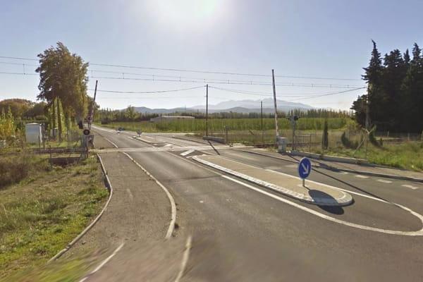 Un passage à niveau tout à fait classique - Accident à Millas ©Google Maps